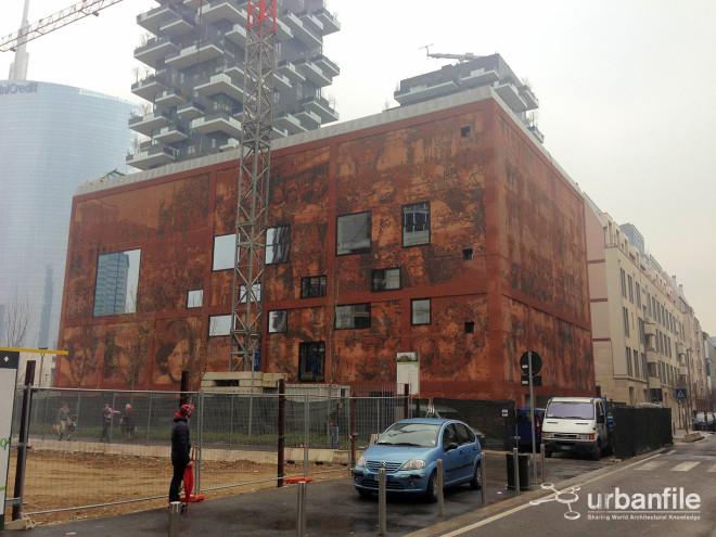 La Casa della Memoria a Milano, nel Quartiere Isola. La sua costruzione è quasi ultimata.