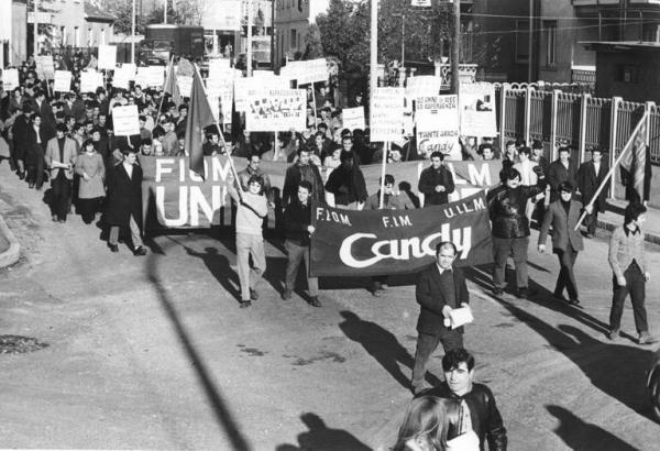 Corteo di solidarietà con i lavoratori della Candy, 1970. Foto di Silvestre Loconsolo, Archivio del Lavoro - Sesto San Giovanni